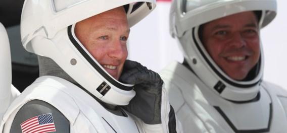 Bemande SpaceX-capsule maakt zondagavond 'splashdown' op aarde