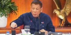 Filipijnse president: 'Gebruik kerosine om mondmasker te ontsmetten'