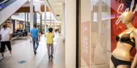 Coronakoopjes nemen dramatische start: 'Sorry, u moet alleen winkelen'