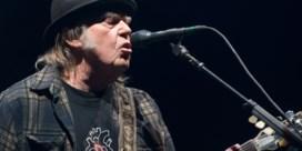 Neil Young dient klacht in tegen gebruik songs tijdens campagne  Trump