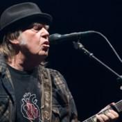 Neil Young dient klacht in tegen gebruik songs tijdens campagnebijeenkomsten Trump