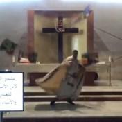 Priester moet dekking zoeken tijdens explosie in Beiroet
