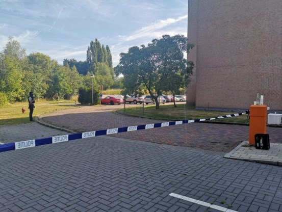 Man steekt vrouw neer op parking van woonzorgcentrum in Aalst