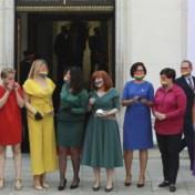 Poolse oppositie kleedt zich als regenboog voor lgbtq-gemeenschap