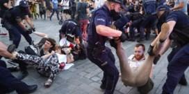 Poolse oppositie en lgbt-activisten in de clinch met agenten: 48 betogers opgepakt