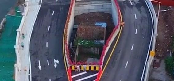 Vrouw weigert te verhuizen, Chinese overheid bouwt brug rond haar huis