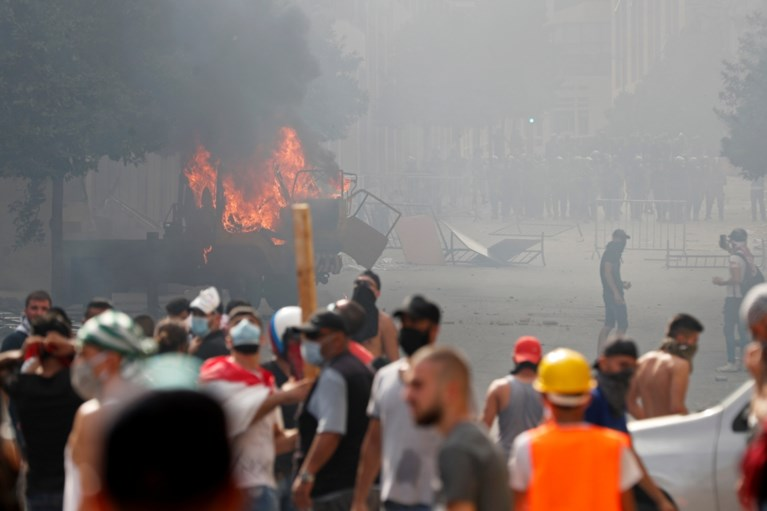 Agent overleden bij protesten Beiroet, manifestanten bezetten ministeries