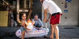 Gevaarlijke sluipweg wordt speelstraat: 'Mijn buren zijn familie geworden'