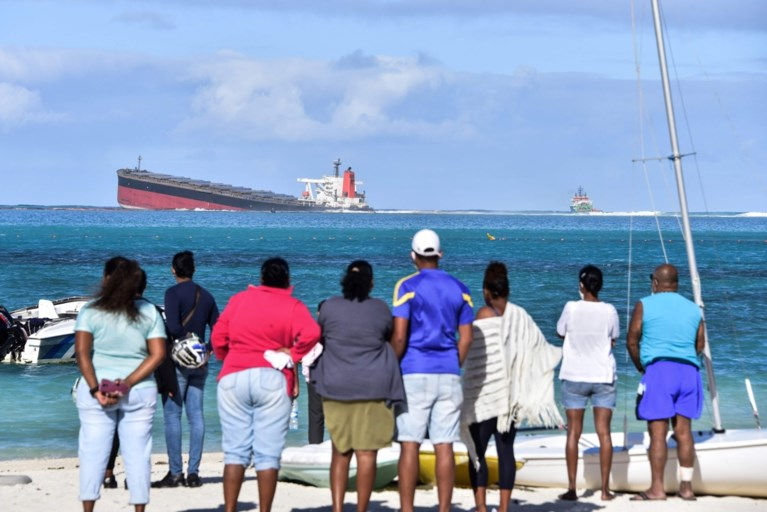 Frankrijk stuurt hulp naar Mauritius voor opruimen olielek
