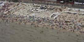 Drukke dag aan de kust: vanuit de lucht ziet dat er zo uit