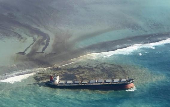 Lekkend olieschip bij Mauritius dreigt in twee te breken