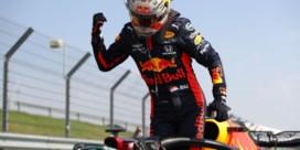 Max Verstappen zet Lewis Hamilton te kijk op Silverstone