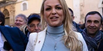 Berlusconi's ex krijgt bagger vanwege relatie met een vrouw