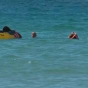 Portugese president (71) springt in zee om twee vrouwen in nood te helpen