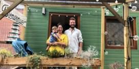 Gezin met baby moet weg uit hun 'tiny house': 'Kan net oplossing vormen voor het huisvestingsprobleem'