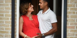 Hoogzwangere vrouw eindelijk herenigd met Sri Lankaanse man: 'Eerst douchen, dan knuffelen'