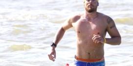 Matthieu Bonne van 'Kamp Waes' stopt noodgedwongen zwemtocht langs kust