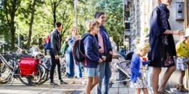 Verkeersinfarct voor de schoolpoort