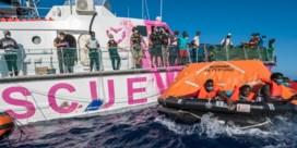 'Reddingsschip Banksy' krijgt hulp van Italiaanse kustwacht