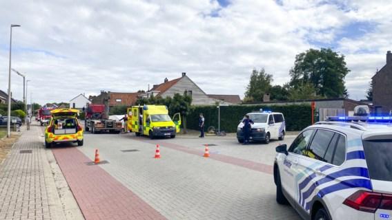 Moeder (40) uit Lanaken overleden nadat vrachtwagen fietsster met dochtertje aanrijdt