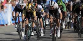 Wout van Aert wint in de Tour de 'makkelijkste wedstrijd' uit zijn carrière: 'Weinigen hebben geroepen en dan gewonnen'