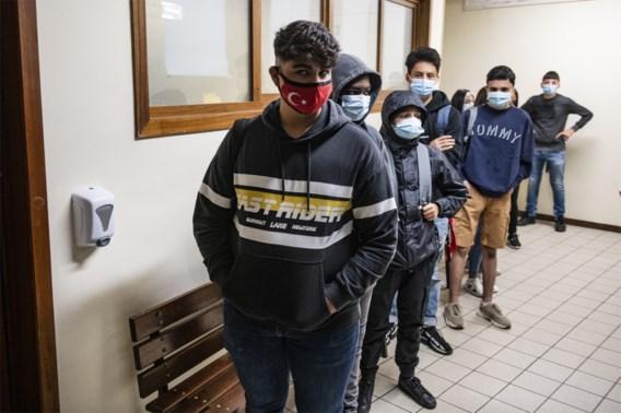 Huiduitslag en schorre kelen door mondmaskers op school