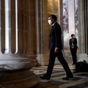 President Macron prent nieuwkomers de Franse waarden in