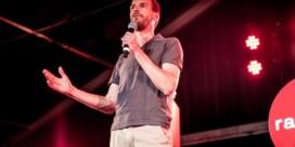 Publiek en jury zijn het roerend eens: Benjamin Roeges wint De Humorklas