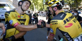 """Tom Dumoulin kon zijn ogen alweer niet geloven toen hij Wout van Aert zag winnen: """"Het is spelen met de pedalen"""""""