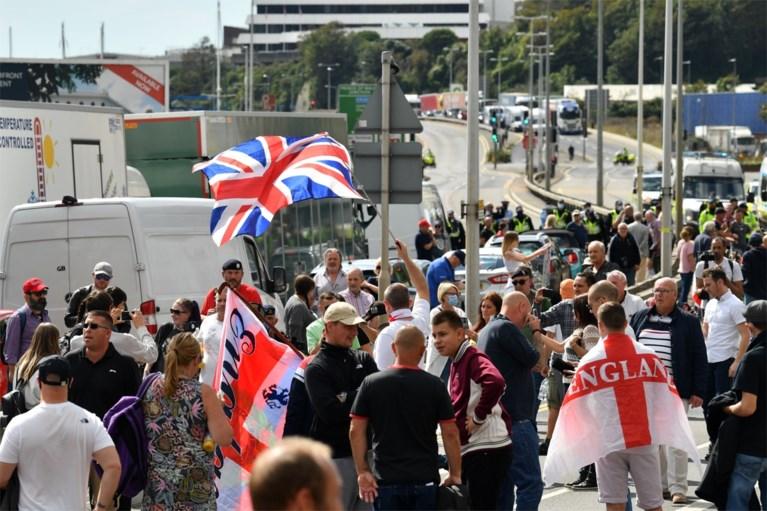 Protest tegen migranten loopt uit de hand in Engelse Dover