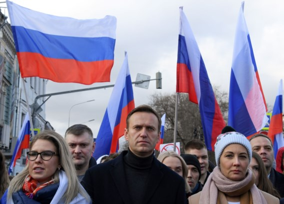 Navalni uit kunstmatige coma gehaald