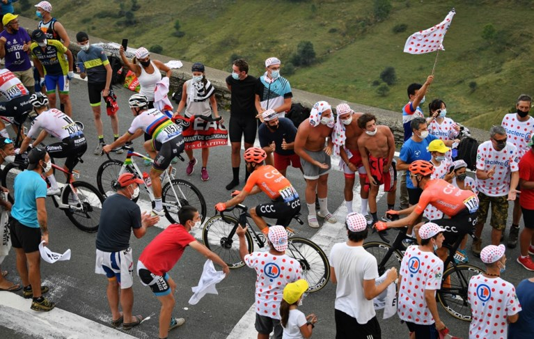 Duizenden Tourfans vergeten coronavirus op Col de Peyresourde