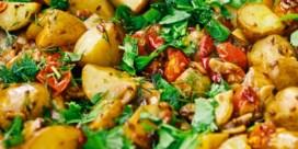Pittige geroosterde nieuwe aardappels met citroen en kruiden