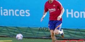 Lionel Messi herneemt de groepstrainingen bij Barcelona, maar het was de overbodige Luis Suarez die van zich liet spreken
