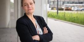 Honderd Belgische covid-19-experts stemmen fysiek de violen