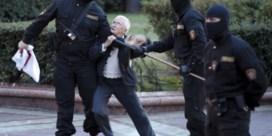 Protesteren met bloemen: het verzet van de 'kwetsbare vrouwen'
