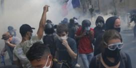 Veel arrestaties bij demonstraties gele hesjes in Parijs
