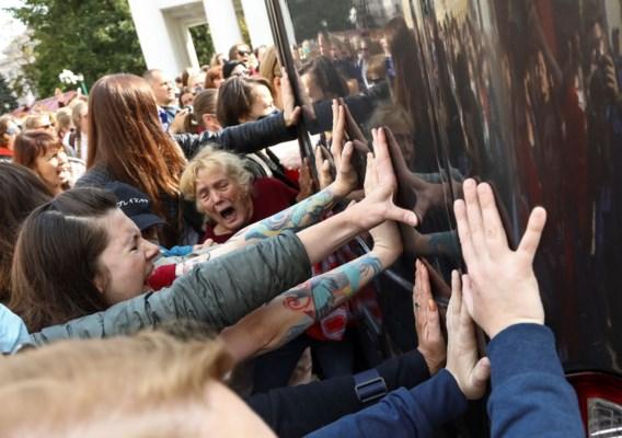 Meer dan honderd vrouwen meegenomen in geblindeerde busjes tijdens betoging in Minsk