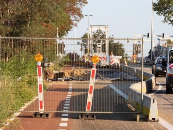 Fietser (31) overleden na val in put bij werf in Beringen