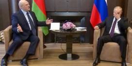 Poetin heeft Loekasjenko waar hij hem wil: op zijn knieën