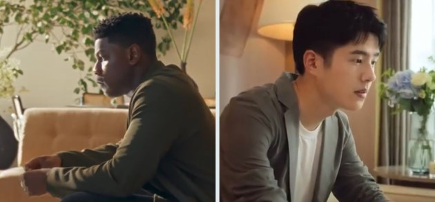 John Boyega woedend omdat hij in parfumreclame ingewisseld werd door Chinese acteur