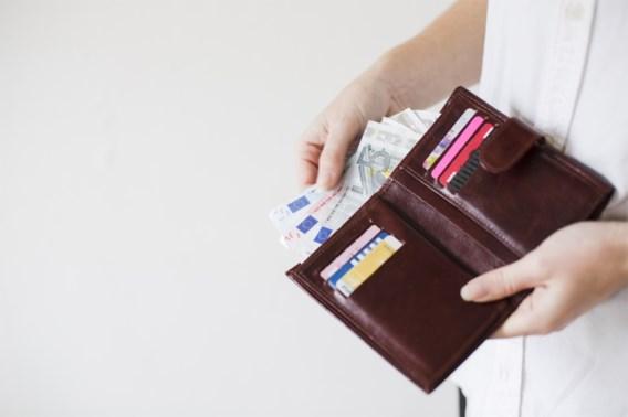 Bijna helft van de jongeren piekert over geld