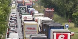 A12 richting Antwerpen nog niet volledig opengesteld na oliespoor