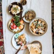 Grove tuinbonenpuree met gestampte koriander, knoflook, citroen en komijn