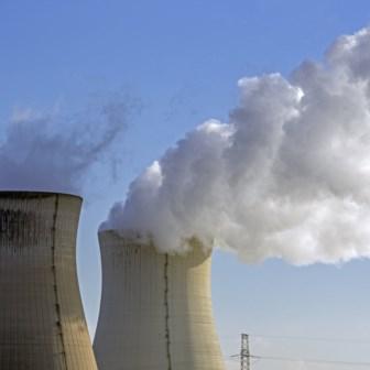 Het behoud van de kernuitstap staat niet uitdrukkelijk in de teksten, net zomin als het terugdraaien van de kernuitstap.