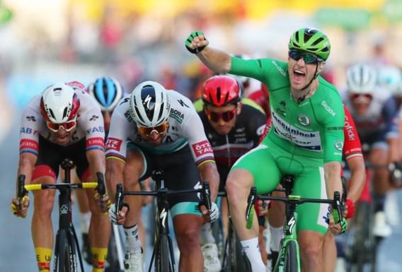 Groene Sam Bennett wint op de Champs-Elysées