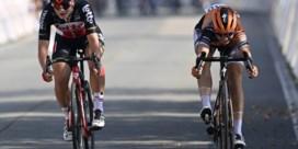 Topfavoriete Lotte Kopecky klopt Jolien D'hoore na een millimetersprint op het BK wielrennen voor vrouwen