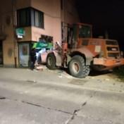 Overvallers rijden bank binnen met bulldozer