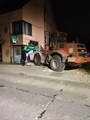 Overvallers rijden bank binnen met bulldozer: 'Minutenlang op gebouw ingebeukt'