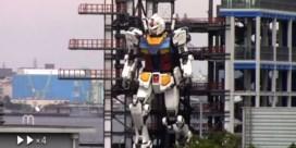 18 meter hoge Gundam-robot zet eerste stapjes